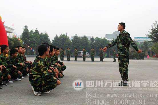 军人立正动作人物绘画