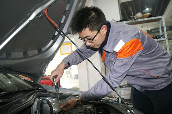 学汽车维修好创业吗?看看万通学子就知道了!