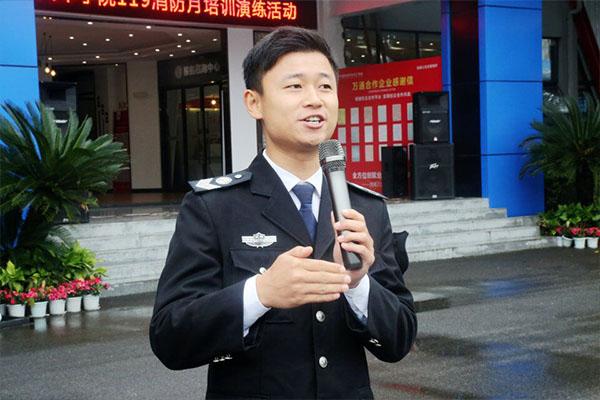 防患于未然,重视消防安全,我校举行消防安全演练